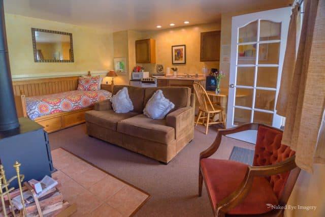 Apple Cottage - Living Area