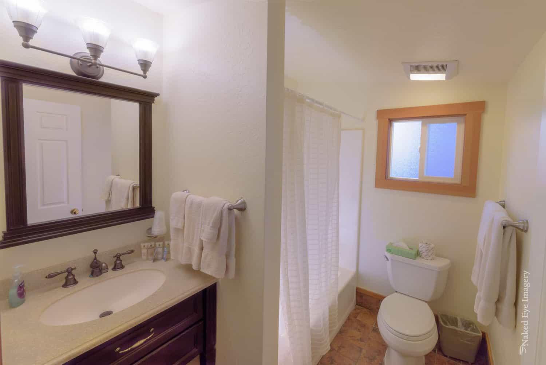 Flower Cottage - Bathroom